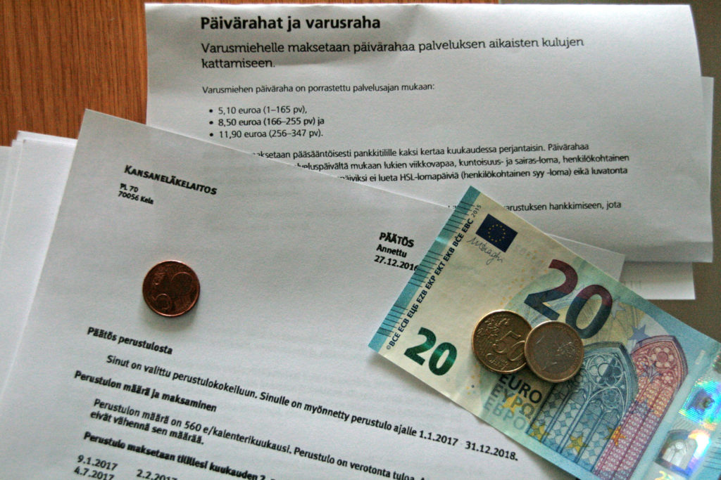 varusmies päiväraha maksupäivät 2015